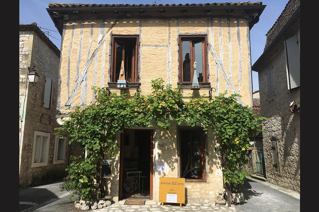 façade-atelier-issigeac-Derzou